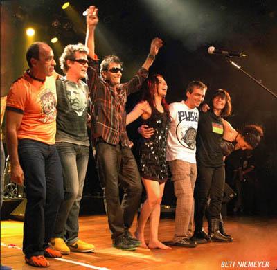 Juba, Rogério, Evandro, Luciana, Billy, Claudia e Andréa, saudados pela plateia