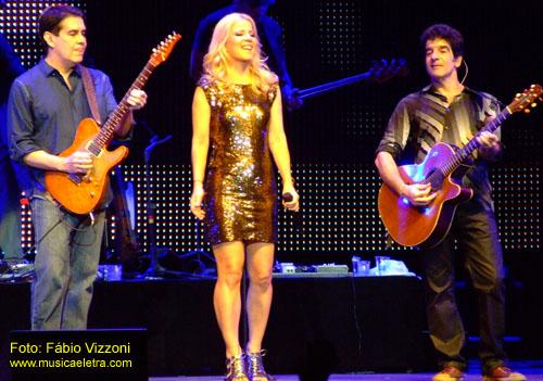 Bruno Fortunato, Paula Toller e George Israel: o Kid Abelha, no palco em 2011 - Foto: Fábio Vizzoni / Site Música & Letra